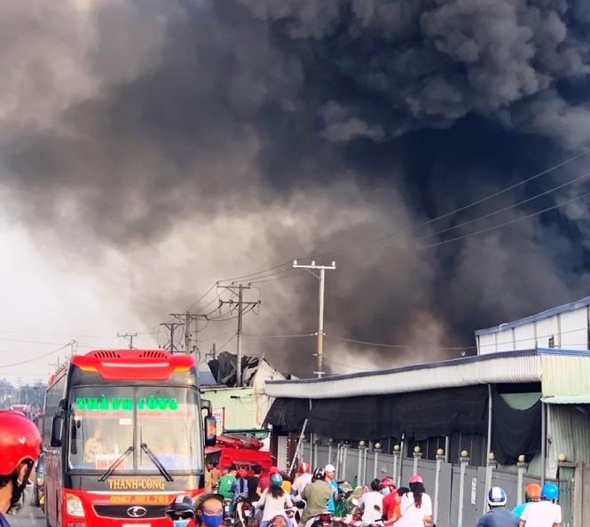 Bắt khẩn cấp nam công nhân gây cháy nhà kho, thiệt hại hàng chục tỷ - Ảnh 2