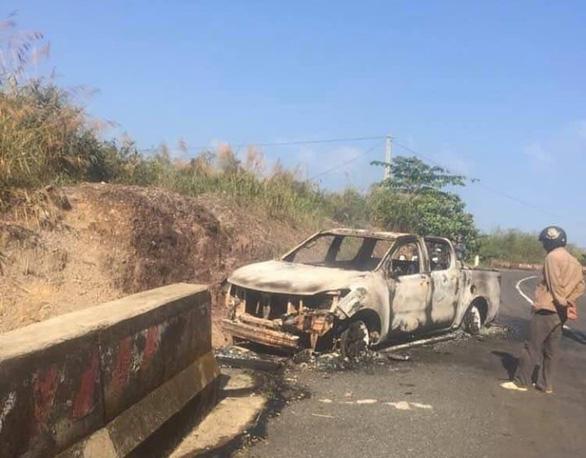 Vụ thi thể cháy đen trong xe bán tải ở Đắk Nông: Bố mẹ nạn nhân chạy xe máy 4 ngày để tìm con - Ảnh 1