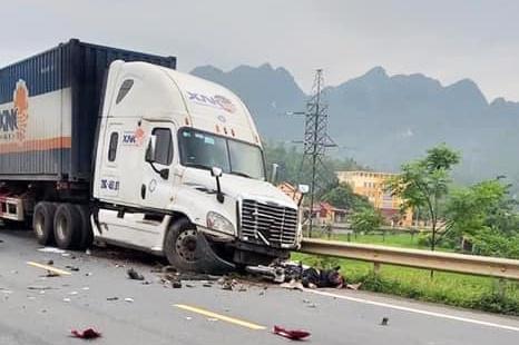 Xe container lấn làn, gây tai nạn liên hoàn khiến 1 người chết - Ảnh 2