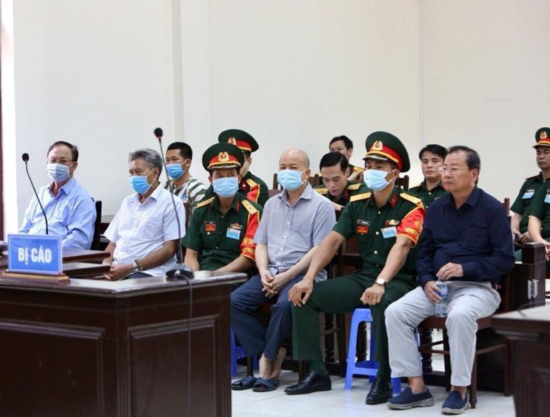 Cựu thứ trưởng bộ Quốc phòng Nguyễn Văn Hiến bị tuyên 4 năm tù - Ảnh 1
