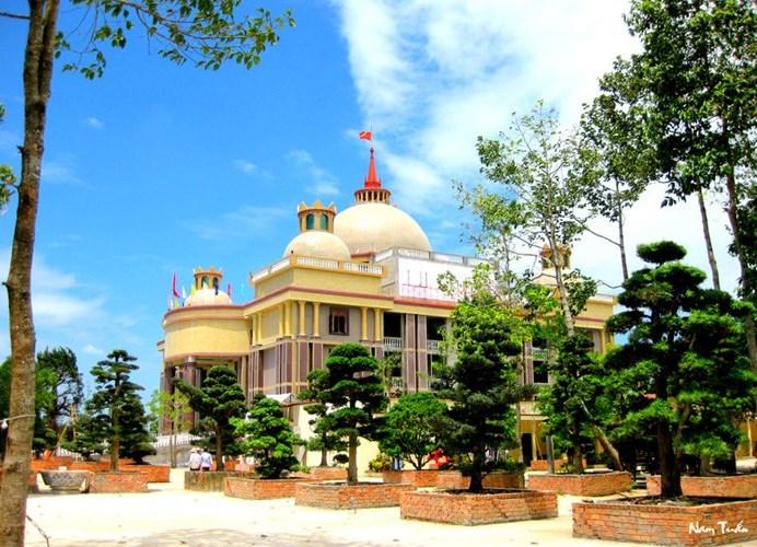 Choáng ngợp trước dinh thự lớn nhất Nam Bộ của đại gia Trầm Bê - Ảnh 1