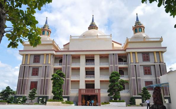 Choáng ngợp trước dinh thự lớn nhất Nam Bộ của đại gia Trầm Bê - Ảnh 5