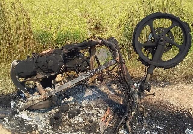 Nghi ngờ mẹ có quan hệ tình cảm với phi công trẻ, con trai dùng bật lửa đốt xe máy - Ảnh 1