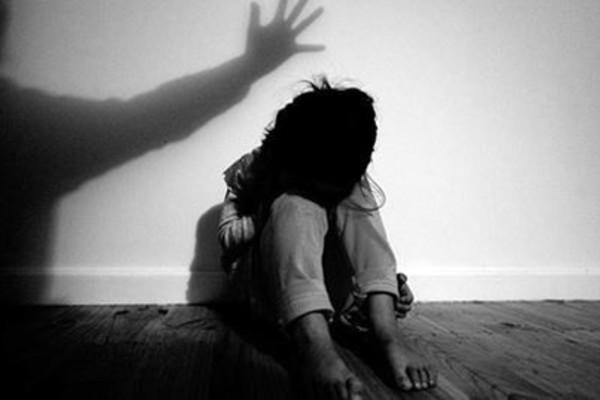 Bé gái 12 tuổi mang thai, 2 thanh niên lĩnh án tù - Ảnh 1