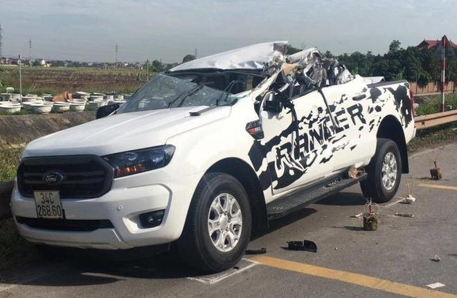Hai xe ô tô đấu đầu, 2 người tử vong tại chỗ - Ảnh 1