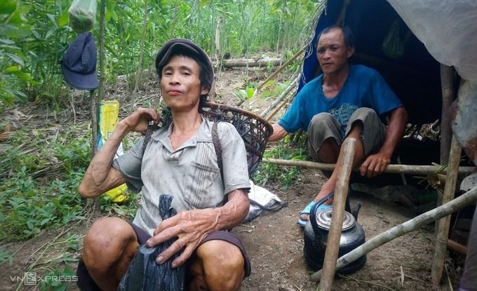 """Tiết lộ về cuộc sống của """"người rừng"""" Quảng Ngãi sau 7 năm về làng - Ảnh 1"""