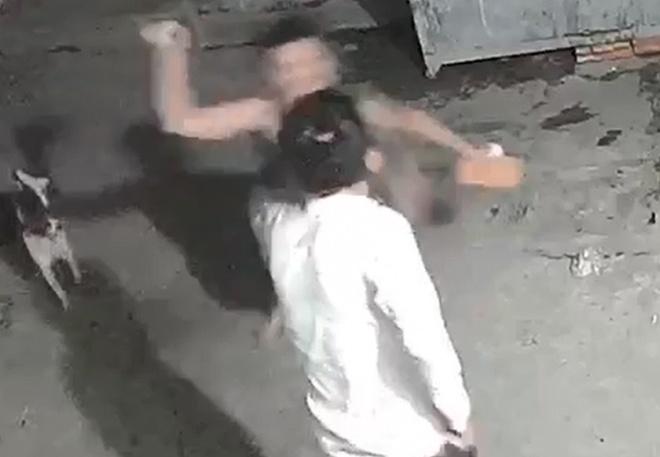 Bị nghi trộm chó, thanh niên 19 tuổi đánh chết người tình đồng tính của mẹ rồi bỏ trốn - Ảnh 1