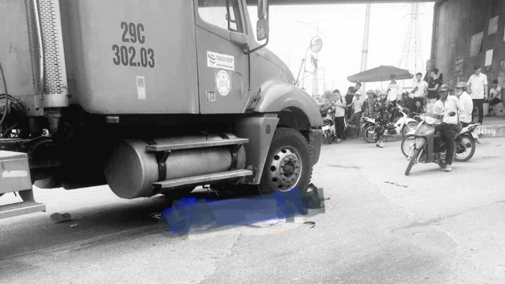 Xe đầu kéo va chạm xe đạp điện, 2 nữ sinh lớp 10 tử vong tại chỗ - Ảnh 1