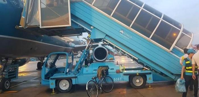 Vụ nữ hành khách ngã trên xe thang máy bay tử vong: Vietnam Airlines lên tiếng - Ảnh 1