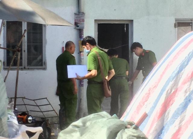 Cháy phòng trọ ở TP.HCM, cha và con gái chết, mẹ bỏng nặng - Ảnh 1
