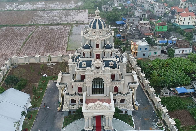 """Choáng ngợp với tòa """"lâu đài"""" 7 tầng, rộng 3 ha của """"đại gia sân golf"""" ở Nam Định - Ảnh 2"""