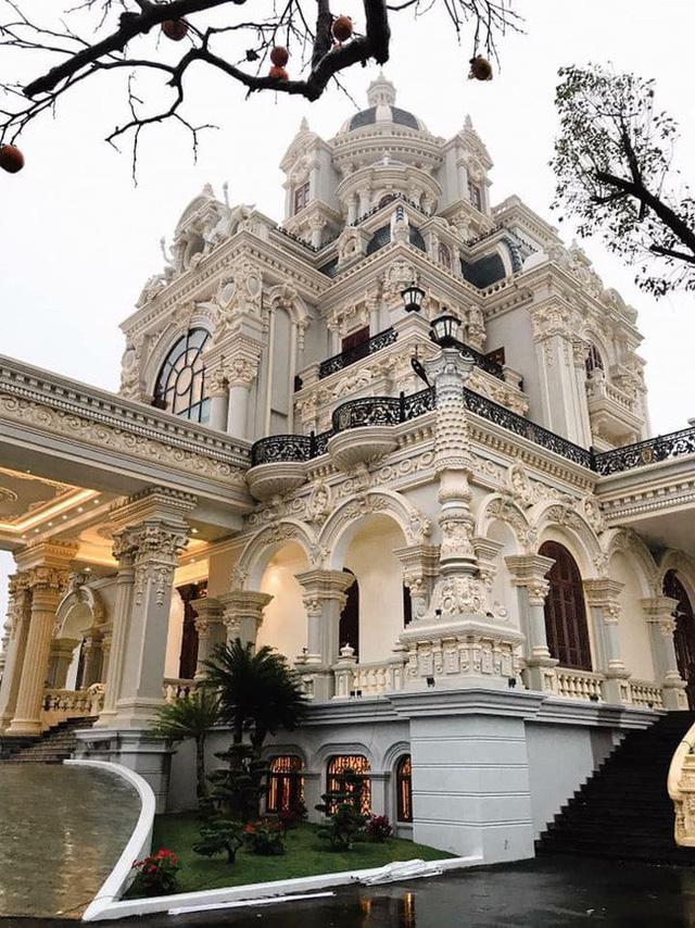 """Choáng ngợp với tòa """"lâu đài"""" 7 tầng, rộng 3 ha của """"đại gia sân golf"""" ở Nam Định - Ảnh 3"""