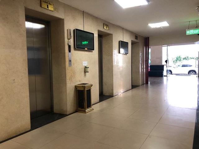 Thang máy tòa nhà N03 Chung cư 25 Lạc Trung nơi được cho đã xảy ra sự việc bé trai bị dâm ô. Ảnh: Dân Trí