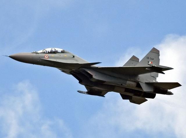 Ấn Độ điều khẩn cấp máy bay chiến đấu đến sát biên giới Trung Quốc - Ảnh 1