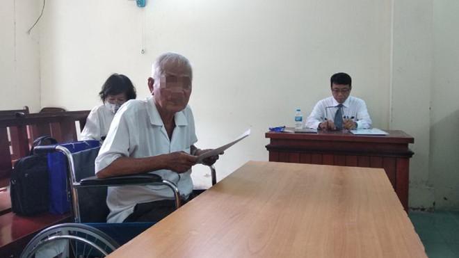 Hy hữu: Cha 75 tuổi kiện con gái đòi hũ tro cốt và bài vị - Ảnh 1