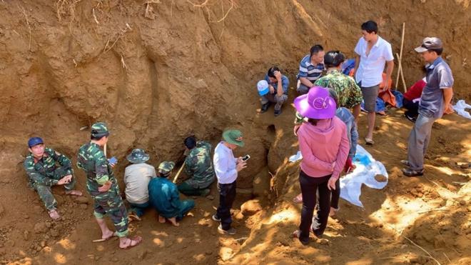 Tìm thấy hố chôn tập thể 17 chiến sĩ đặc công ở sân bay - Ảnh 1