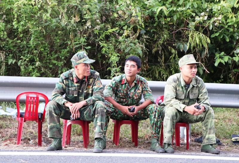 Chùm ảnh: Hàng trăm chiến sĩ công an, chó nghiệp vụ vây bắt phạm nhân vượt ngục trên núi Hải Vân - Ảnh 2