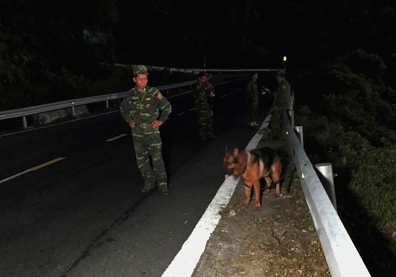Chùm ảnh: Hàng trăm chiến sĩ công an, chó nghiệp vụ vây bắt phạm nhân vượt ngục trên núi Hải Vân - Ảnh 4