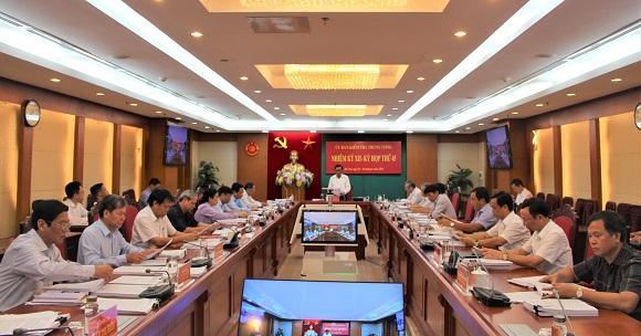 Thẩm phán TAND tỉnh Hòa Bình Bùi Văn Dum bị cách tất cả chức vụ trong Đảng - Ảnh 1