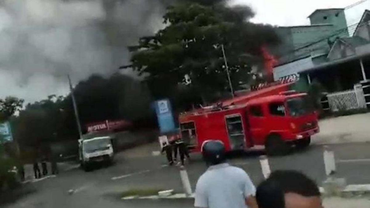 Nhân chứng vụ xe bồn chở xăng bốc cháy, 1 người chết: Tài xế mở cửa lao ra nhưng không kịp - Ảnh 1