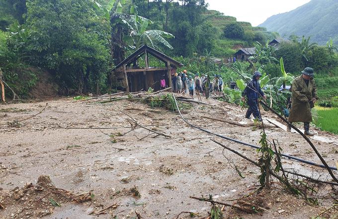 Xót lòng cảnh mưa lũ, sạt lở đất kinh hoàng ở Hà Giang, 2 mẹ con tử vong - Ảnh 1