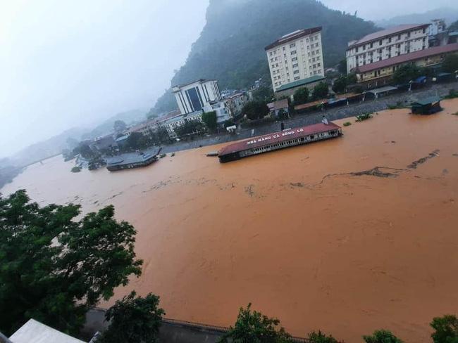 Xót lòng cảnh mưa lũ, sạt lở đất kinh hoàng ở Hà Giang, 2 mẹ con tử vong - Ảnh 2