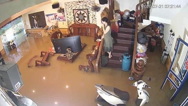 Xót lòng cảnh mưa lũ, sạt lở đất kinh hoàng ở Hà Giang, 2 mẹ con tử vong - Ảnh 3