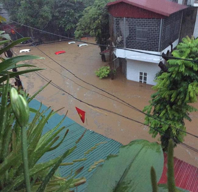Xót lòng cảnh mưa lũ, sạt lở đất kinh hoàng ở Hà Giang, 2 mẹ con tử vong - Ảnh 4