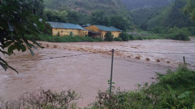 Xót lòng cảnh mưa lũ, sạt lở đất kinh hoàng ở Hà Giang, 2 mẹ con tử vong - Ảnh 6