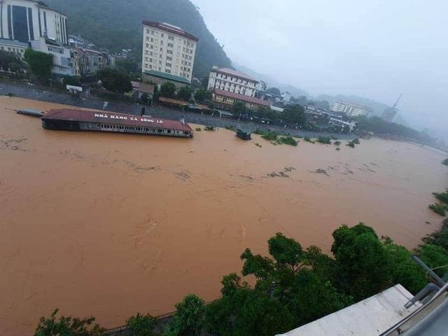 Xót lòng cảnh mưa lũ, sạt lở đất kinh hoàng ở Hà Giang, 2 mẹ con tử vong - Ảnh 8
