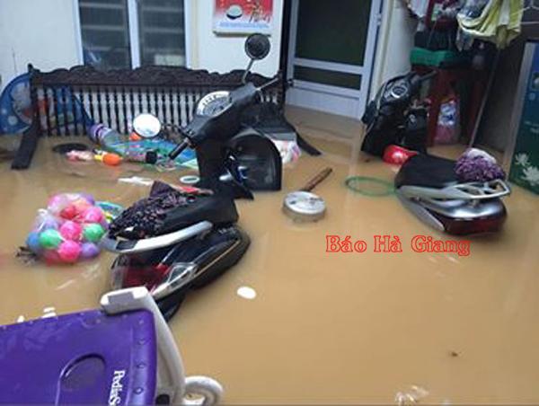 Xót lòng cảnh mưa lũ, sạt lở đất kinh hoàng ở Hà Giang, 2 mẹ con tử vong - Ảnh 12