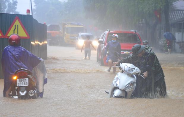 Xót lòng cảnh mưa lũ, sạt lở đất kinh hoàng ở Hà Giang, 2 mẹ con tử vong - Ảnh 14