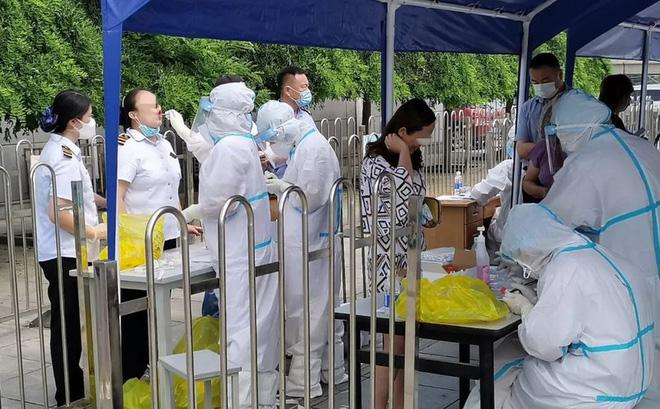 Dịch Covid-19 ở Trung Quốc bất ngờ tăng mạnh, một công ty hải sản trở thành ổ dịch - Ảnh 1