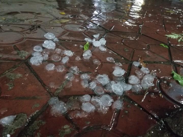 Tin tức dự báo thời tiết mới nhất hôm nay 27/7: Hà Nội hạ nhiệt, cảnh báo mưa đá - Ảnh 1