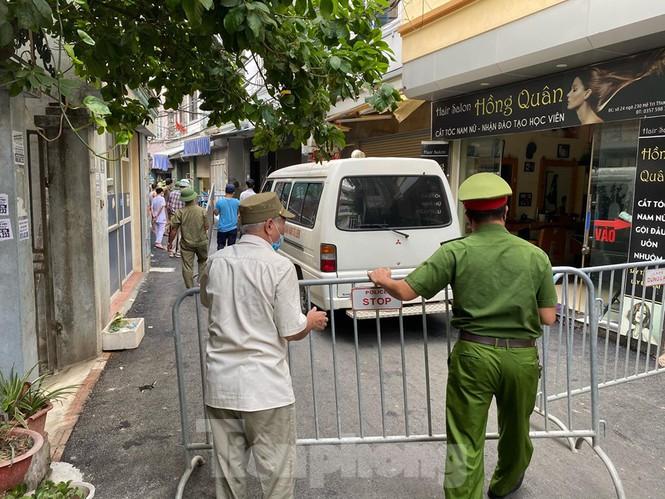 Một ca nghi nhiễm Covid-19 ở Hà Nội, phong tỏa một quán pizza - Ảnh 1