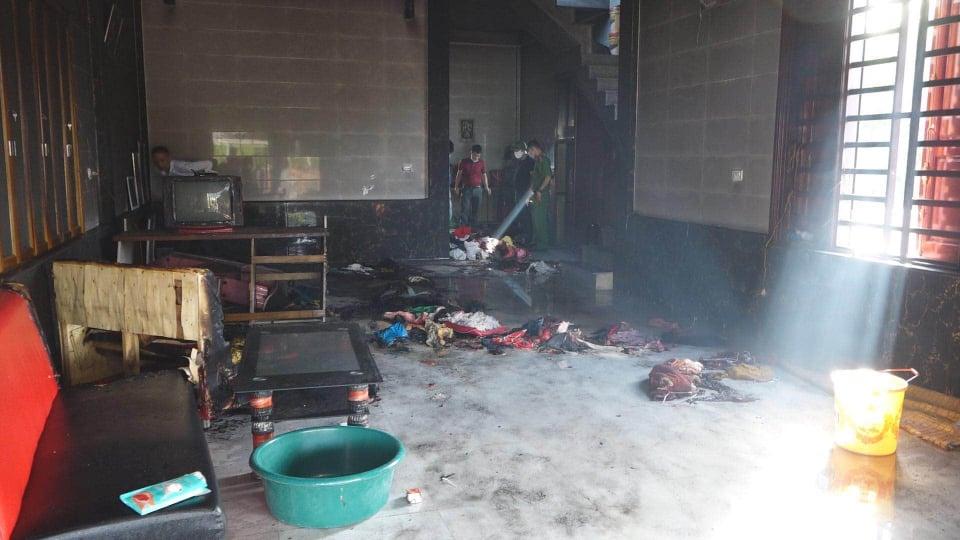 Vụ 4 mẹ con mắc kẹt trong căn nhà bốc cháy: 3 con nhỏ tử vong, hé lộ dòng trạng thái sốc của người mẹ - Ảnh 1