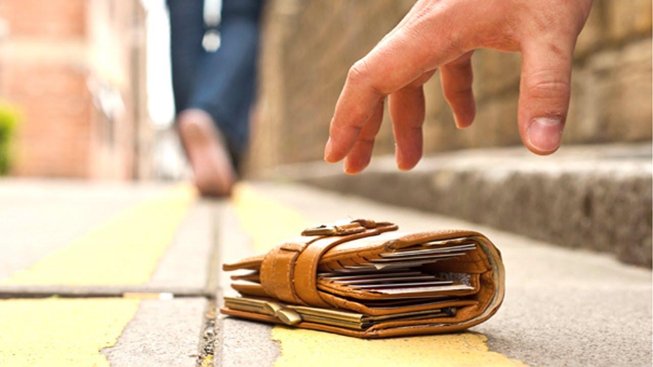 Bị phạt đến 5 năm tù nếu nhặt được của rơi, không trả người đánh mất - Ảnh 1