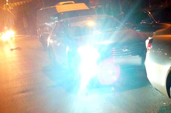 Từ năm 2020, sử dụng đèn chiếu xa khi tránh xe đi ngược chiều bị phạt đến 1 triệu đồng - Ảnh 1
