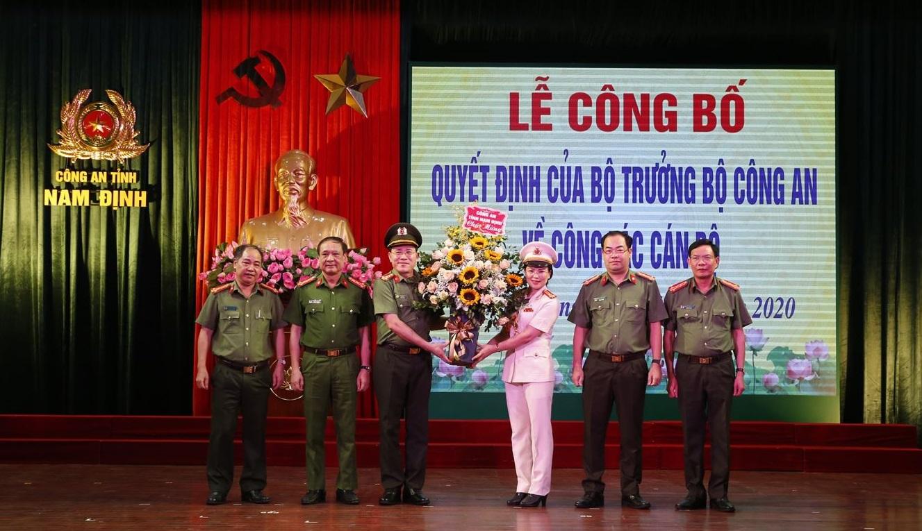 Nữ Thượng tá được bổ nhiệm làm Phó Giám đốc Công an tỉnh Nam Định - Ảnh 1