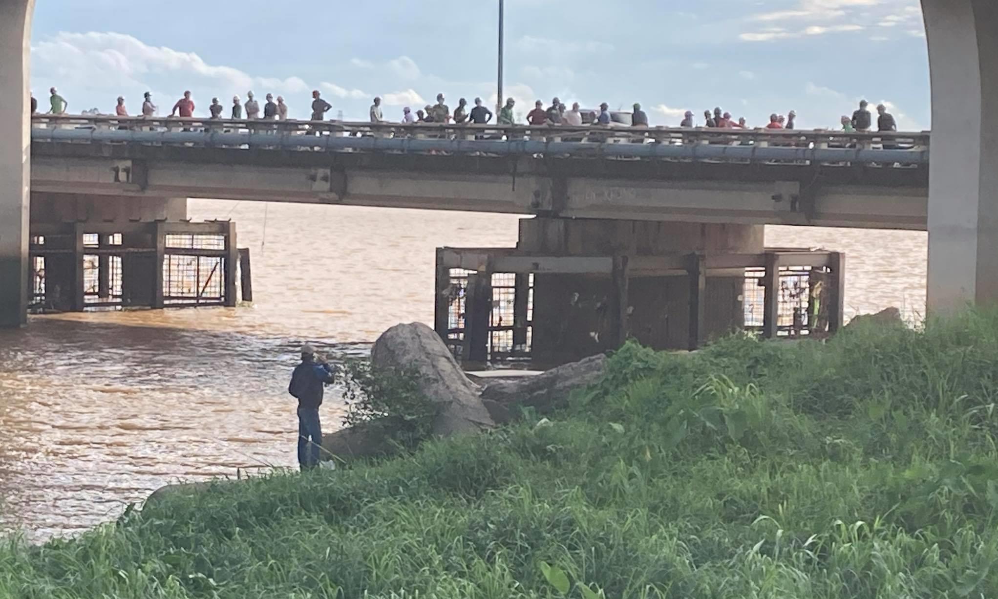 Phát hiện thi thể người đàn ông trên sông Đồng Nai, hàng trăm người hiếu kỳ theo dõi - Ảnh 1