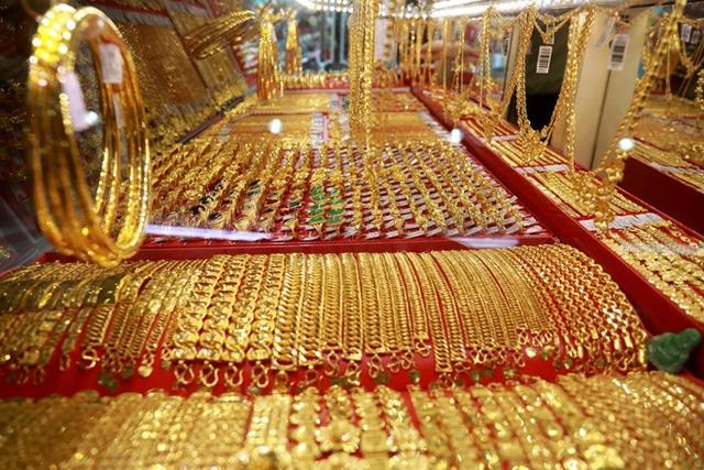 Giá vàng hôm nay 12/8/2020: Giá vàng SJC lao đốc không phanh, giảm 5 triệu đồng/lượng - Ảnh 1