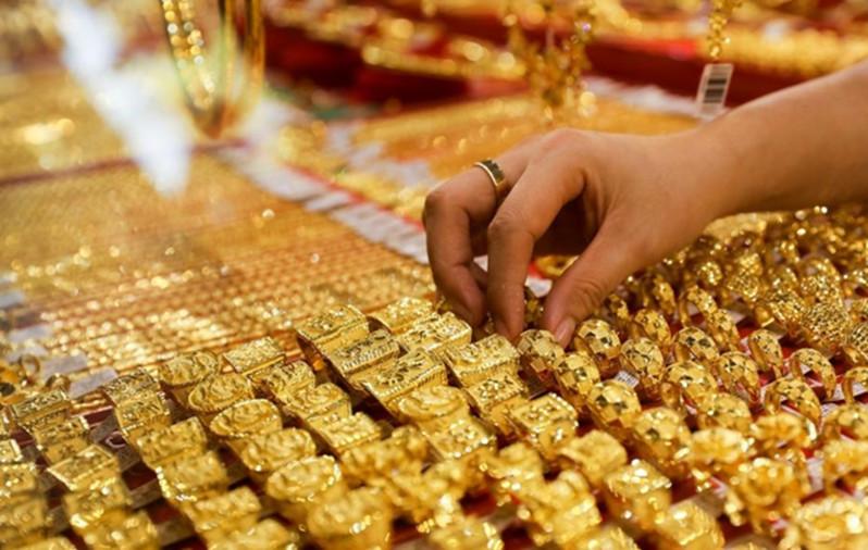 Giá vàng hôm nay 15/8/2020: Giá vàng SJC loạn nhịp, đang đứng mốc 56 triệu đồng/lượng - Ảnh 1