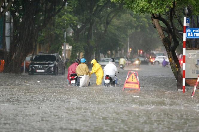 Tin tức dự báo thời tiết mới nhất hôm nay 18/8: Miền Bắc mưa diện rộng, cảnh báo ngập lụt ở Hà Nội - Ảnh 1