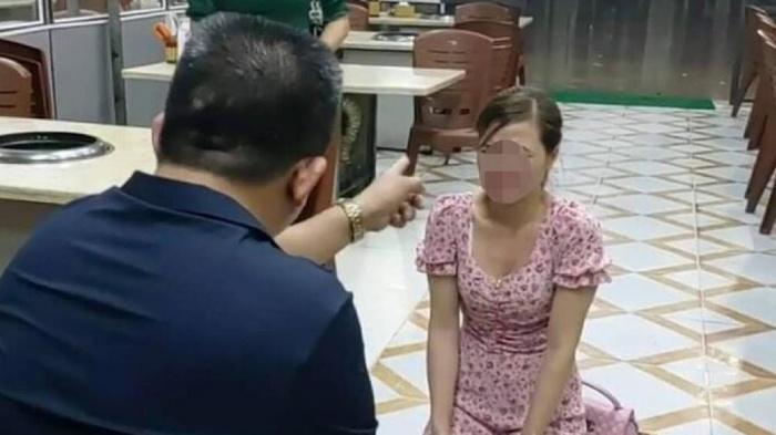 Vụ clip chủ quán nướng bị tố bắt cô gái trẻ quỳ lạy: Chủ tịch TP. Bắc Ninh yêu cầu điều tra - Ảnh 1