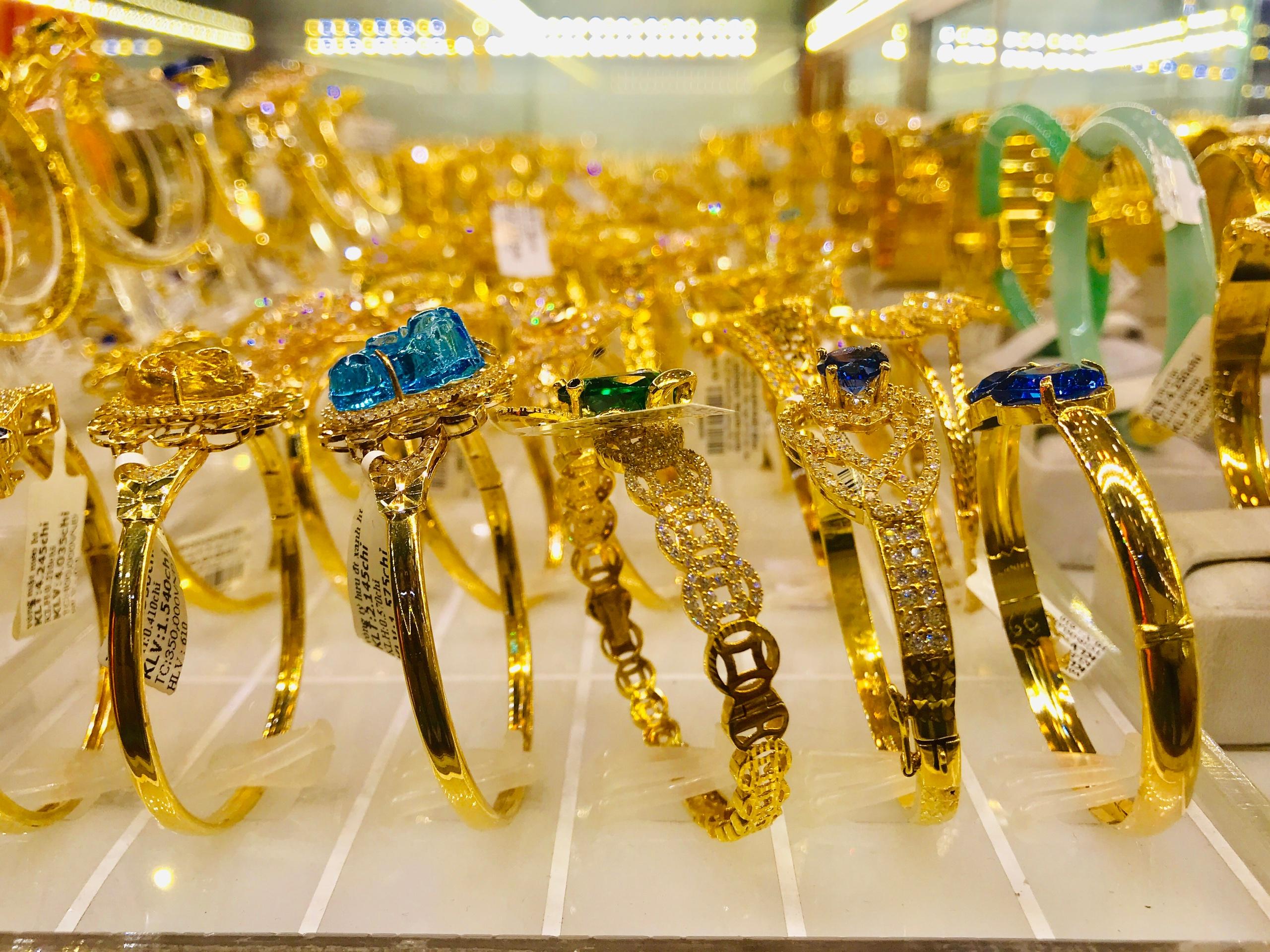 Giá vàng hôm nay 20/8/2020: Giá vàng SJC giảm gần 2 triệu đồng/lượng - Ảnh 1