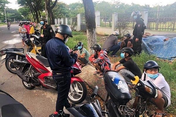 Cảnh sát Đà Nẵng nổ 2 phát súng chỉ thiên trấn áp 2 nhóm đánh nhau - Ảnh 1