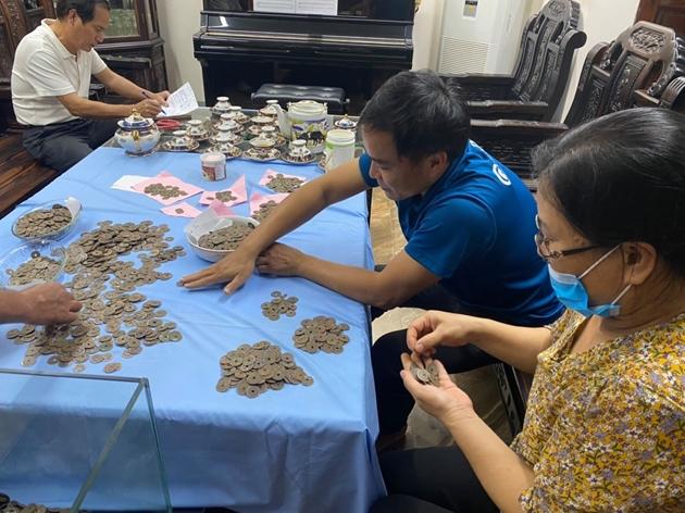 Vụ đào được gần 100 kg tiền xu cổ: Mặt trước đồng tiền có 4 chữ Hán, mặt sau có chữ Hán Thập Văn - Ảnh 1