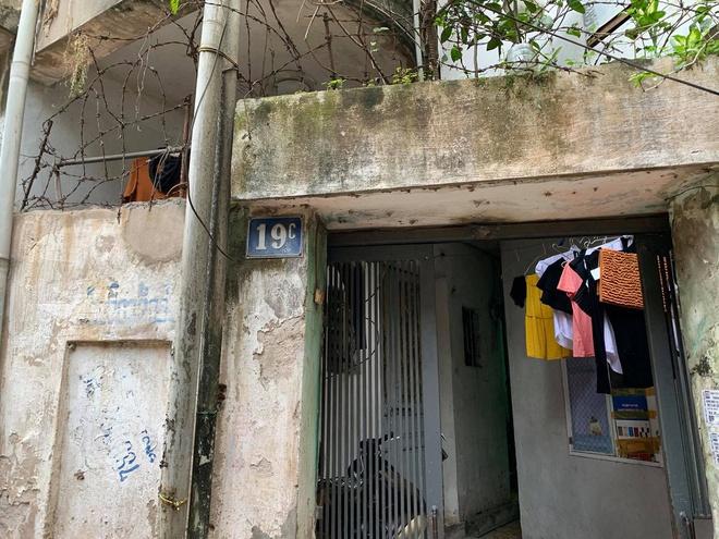 Vụ người đàn ông giết vợ và con trai ở Hà Nội: Nghi phạm mua gói thuốc chuột với giá 50.000 đồng định tự tử - Ảnh 2