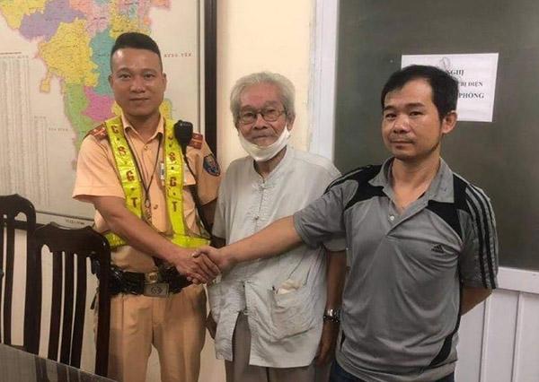 CSGT Hà Nội giúp cụ ông 85 tuổi đi lạc hơn 10km về với gia đình - Ảnh 1