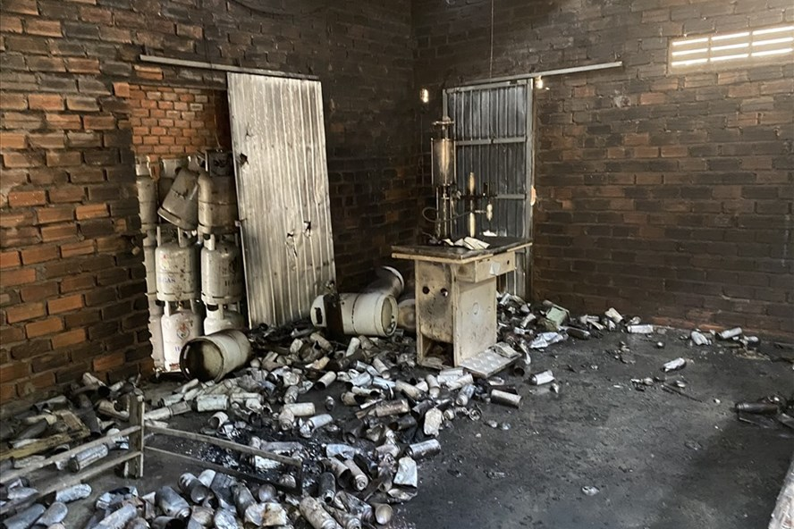 Vụ ngôi nhà biệt lập dưới chân núi phát nổ: Phát hiện thiếu niên 15 tuổi chết cháy, thi thể biến dạng - Ảnh 1